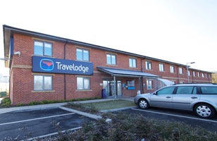 Travelodge Ashbourne Hotel exterior 2